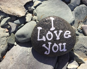 """Stone decorated with """"I Love you"""""""