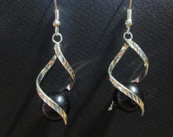 Silver metal and Black Pearl Earring