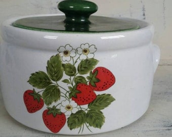 McCoy Pottery Strawberry Crock Bean Pot with Lid 1421.   Made in the USA