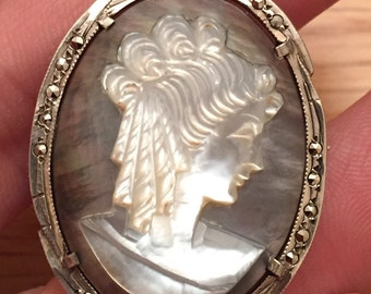 Vintage silver Cameo brooch / pendant