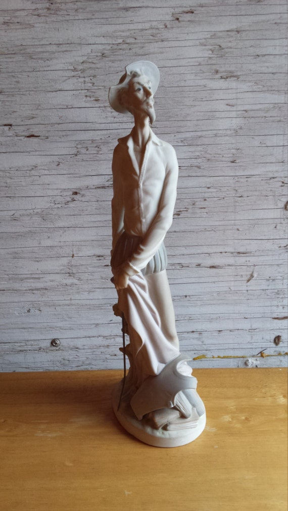 Lladro Don Quixote 4854 Standing Up. This would make a very nice Valentines Day Gift.