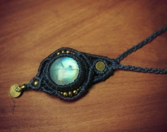 Macramé necklace with moonstone