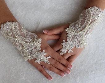 İvory Lace, Wedding Gloves, Lace Gloves Free Ship,  Unique Gloves,Fingerles.Bridal Glove
