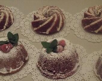 6 Mini Cakes