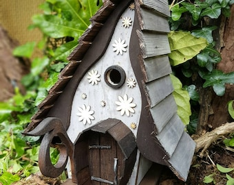 Creaky lodge birdhouse/bird house /handmade /Garden art /bird houses /birdhouses