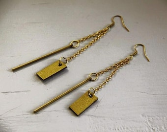 Pair of earrings leather and geometric play