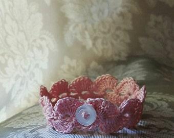 Light Pink Scallop Stitch Bracelet