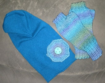 Sweater hat with flower and matching fingerless gloves