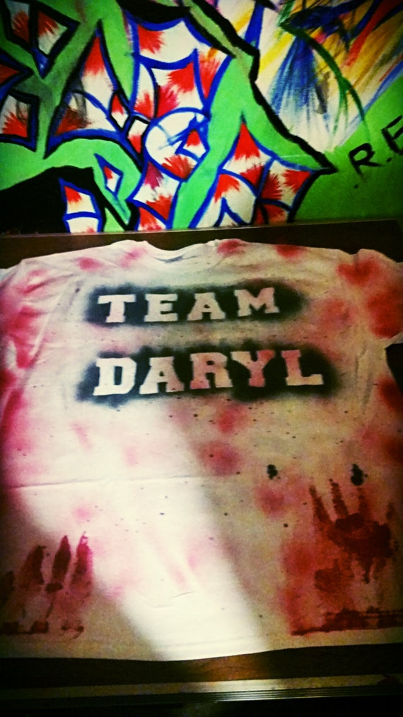 Walking Dead, Team Daryl Dixon, Daryl's wings, spray painted by hand, t shirt