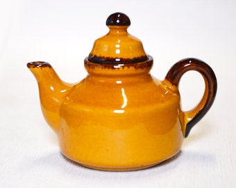 Tea pot yellow - from France - in terracotta