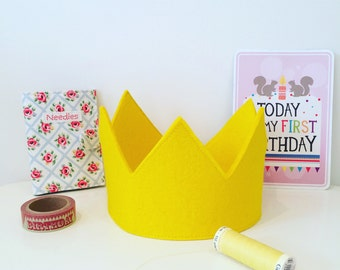 Yellow party crown