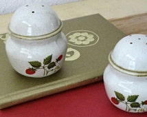 Strawberry Stoneware Salt & Pepper Shaker Set Sheffield Vintage Kitchen Housewares Retro Earthy Rustic Décor Mod Cottage Chic Spice Shakers