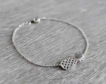Bracelet with pineapple pendant silver