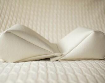 V-wedge posing cushion for newborn photography