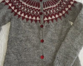 Icelandic loose  lopapeysa with buttons