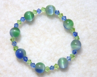 Child Size Lovely Blue and Green Glass Bead Stretch Bracelet 5.75 Inch