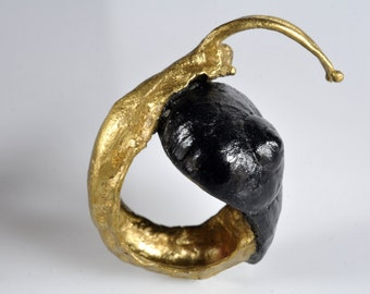 Ring - sculpture snail. Patinated brass and resin.