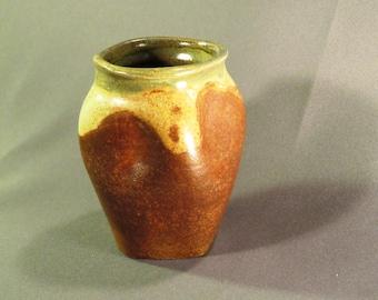 Little torqued Vase