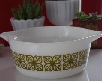 Pyrex Square Flower - Verde - Round Casserole Dish #475 (2qt) Avocado Green Flowers on White - Vintage Retro