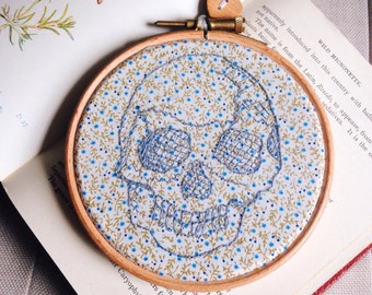 Skull embroidery art,hand stitched anatomy embroidery, 4 inch embroidery hoop art, anatomical art, wall decor, embroidery gift
