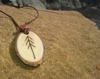 Wood slice pendant necklace  (spruce)