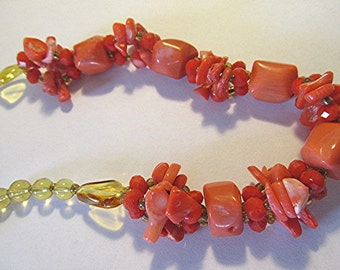Shell beaded necklace glass bead red tumbled shell beach surfer Boho vintage 90s.
