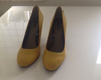 Tommy hilfiger yellow pumps