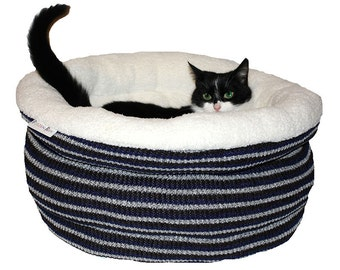 Cats basket, cat bed, cat basket,pet basket,small dogs bed, dog bed, cat furniture, pet furniture, pet bed, cat cave, cat house SOCKSY
