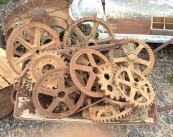 Assorted cast iron cogs, wheels etc