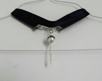 Baby, You're Pearlfect - black choker