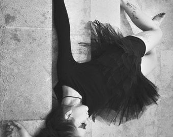 Photo of dancer in black and white