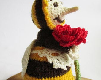 Hand Knitted Bee Mom, Crochet Decorative Toy, Hand-Knitted Toys, Home Decor, Soft Handmade Toys, Crocheted Puppets