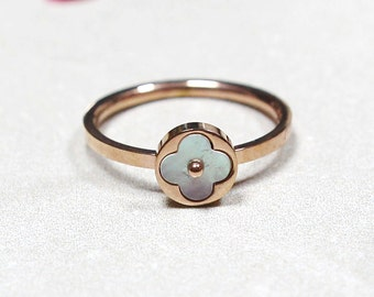 Clover Ring in Rose Gold with White Stone