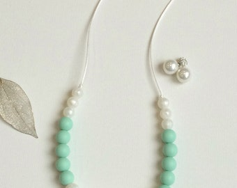 Madison - Silicone Teething Necklace in Mint and Pearl.