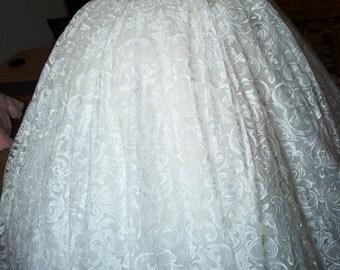 1. Royal dress. Elegant wedding dress