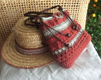 The shoulder bag and matching Hat