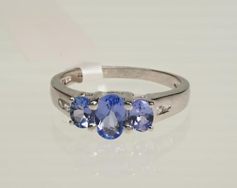 SALE!!!  Sterling Silver Tanzanite (0.90ct) And Topaz (0.12ct) - Size 6