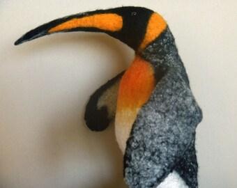 The king penguin hand puppet, wet felted. bibabo.