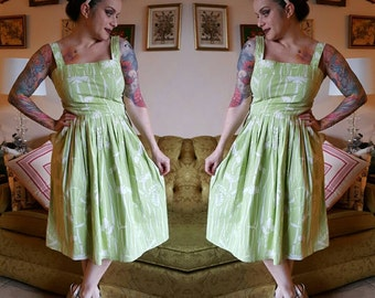 Green summer dress size 7 fits small