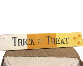Trick or Treat, Halloween decor, Fall decor, Trick or Treat sign, Candy Corn decor, Palette wood, Halloween wall decor, Fall Signs