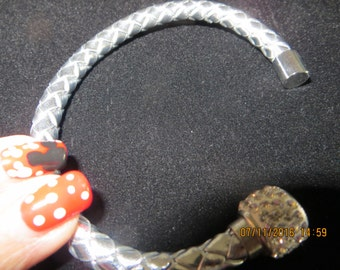 New Leather Wrap Wristband Cuff, magnetic rhinestone buckle bracelet bangle in Silver