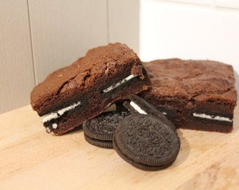 Oreo Chocolate Brownie (9x large slices of Oreo chocolate brownies)