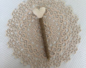 Ready to ship: Wedding guest book pen with knitted heart  - Vintage Wedding Signing Pen - Rustic decoration