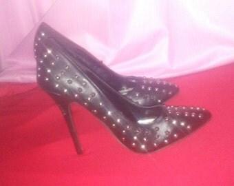Spiked heels black dots