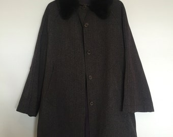 Toasty warm vintage coat with faux fur collar size 14-16