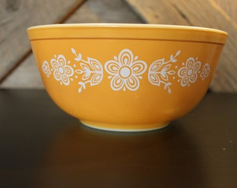 Butterfly Gold vintage Pyrex bowl