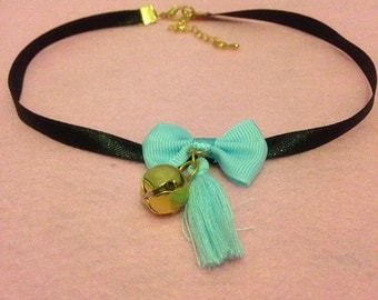 Simple bow and bell choker