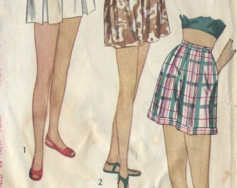 1947 Vintage Sewing Pattern W28 SHORTS (R769) Simplicity 2017