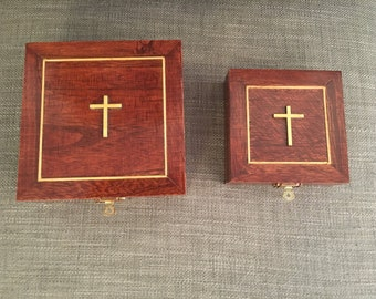 Nesting keepsake boxes with clasp