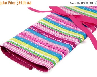 Sale 25% OFF Large Knitting Needle Case Organizer - Secret - 30 pink pockets for all sizes or paint brushes